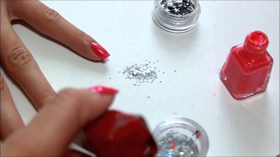 Ako si spraviť originálne trblietavé nechty