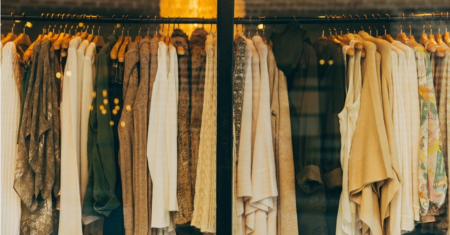 Základy šatníka – do ktorých kúskov oblečenia by ste mali investovať?
